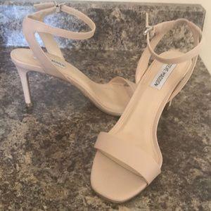 8 Steve Madden Cream Sandals
